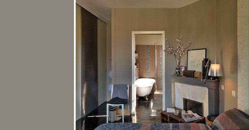 Rénovation d'un appartement ancien modernisé par parquet noir, papier-peint Elitis, suspensions Flos - Julie Béringué Architecte d'intérieur à Toulouse